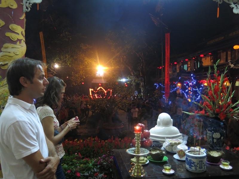 Du khách cũng đến tìm hiểu văn hóa địa phương