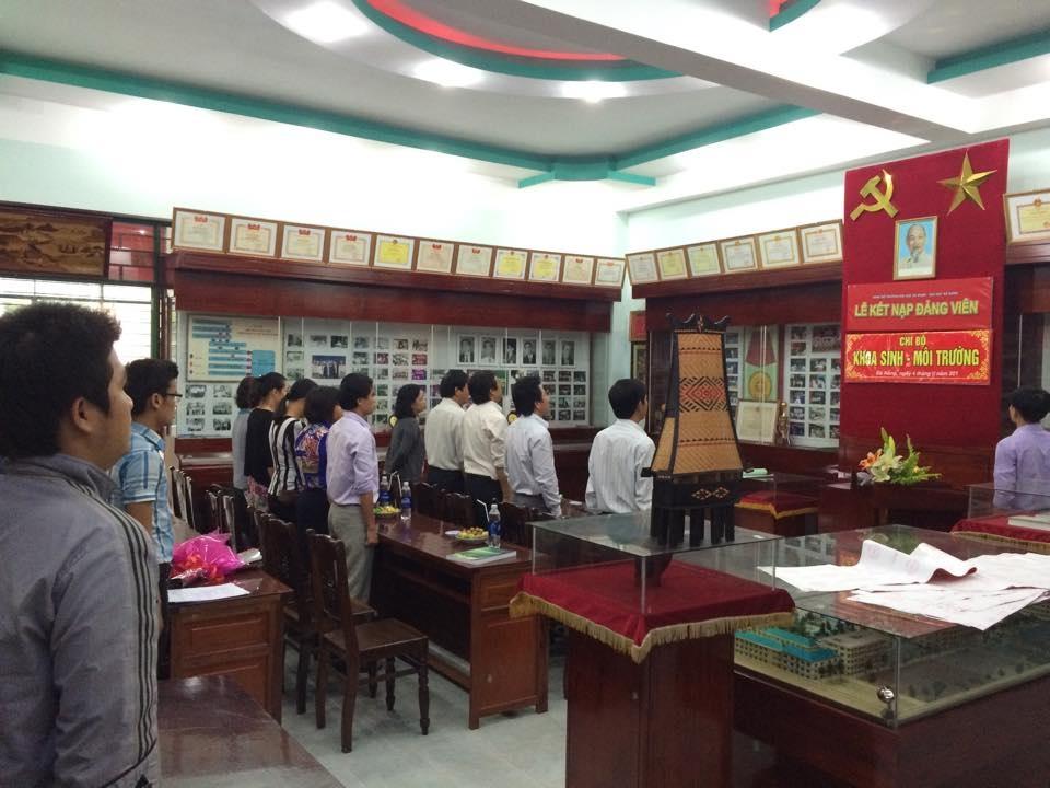 Lễ kết nạp Đảng viên cho sinh viên ở Đại học Đà Nẵng.