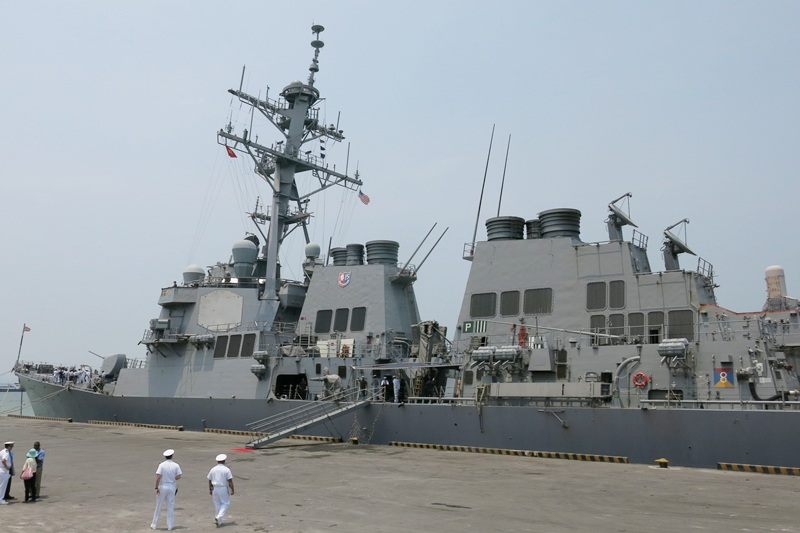 Tàu khu trục có tên lửa dẫn đường