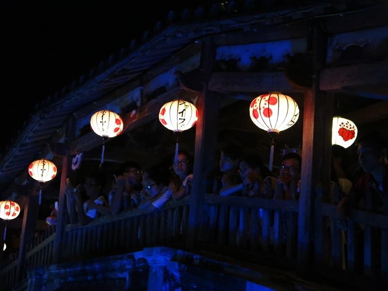 Ngắm phố từ Chùa Cầu nổi tiếng ở phố Hội