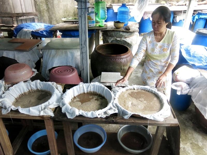 Người dân làng Nam Ô hàng trăm năm nay vẫn giữ nghề làm mắm