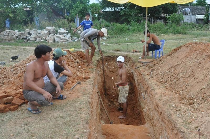 Đợt đào thám sát di tích Chăm vừa tiến hành ở làng Nam Ô (Đà Nẵng)