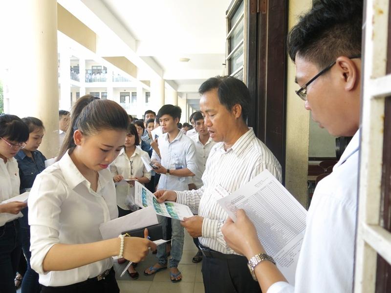 Giám thị tại điểm thi ĐH