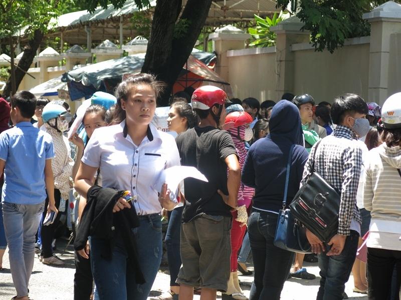 Nhiều thí sinh tại Đà Nẵng được hỏi trả lời đề Toán năm nay khó. (Ảnh: Khánh Hiền)