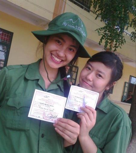 Với thành tích học xuất sắc, ở lớp Trang (trái) có biệt danh chị Nhất