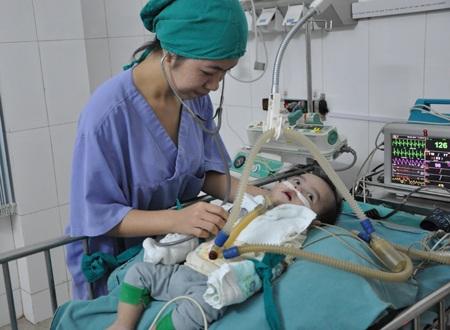 Tại bệnh viện em luôn nhận được sự quan tâm, chăm sóc đặc biệt của các bác sĩ.
