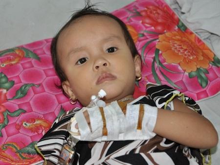Bạn đọc giúp đỡ mẹ con chị Ly gần 60 triệu đồng để mổ tim