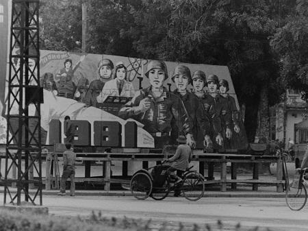 Bức tranh cổ động được chụp năm 1981.