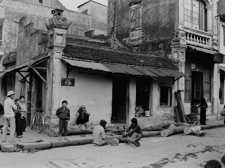 Phố Tô Lịch nổi tiếng với nghề tiện gỗ.