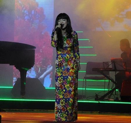 Giọng ca Hà Thu Hiền ngọt ngào trong từng ca khúc.
