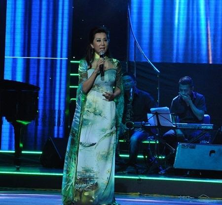 Sự góp mặt của MC Nguyễn Cao Kỳ Duyên khiến khán giả thủ đô bị cuốn hút.