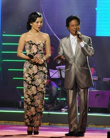 Lệ Quyên có màn song ca tình tứ với Chế Linh bằng ca khúc Đoạn cuối tình yêu.
