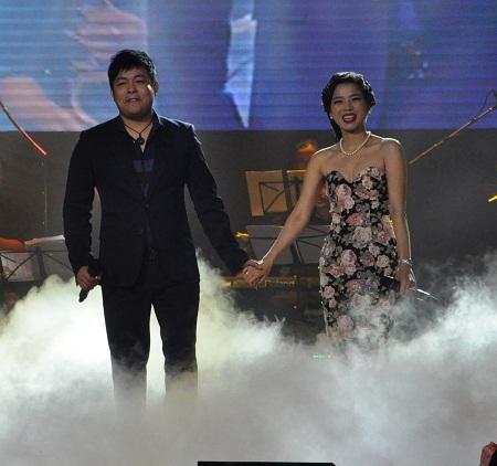 Sự kết hợp ăn ý của Lệ Quyên và Quang Lê trên sân khấu qua ca khúc Phố cuối.