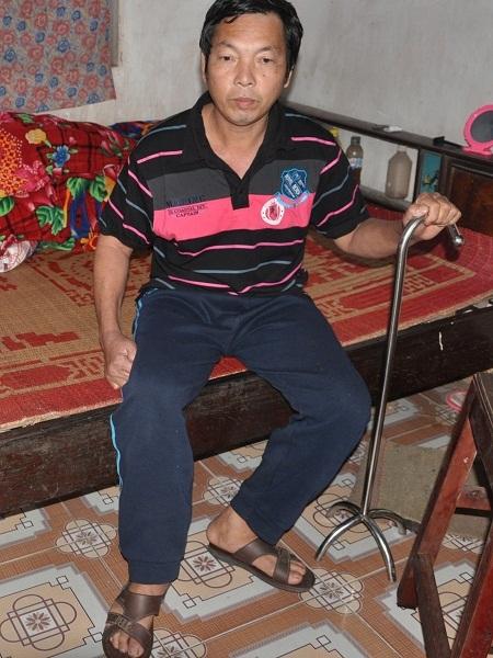 Sau tai nạn, chị Thao bị liệt nửa người nên mọi sinh hoạt đều phải nhờ người khác giúp đỡ.