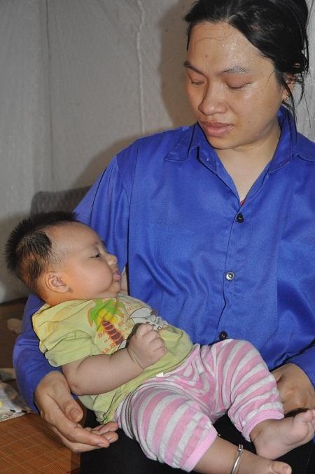 Sinh con được 3 tháng, chồng phát hiện bệnh nên chị Trình mong muốn được hiến thận cứu chồng.