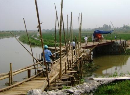 Cầu tạm của người dân tựý dựng lênđãđược tháo dỡ.