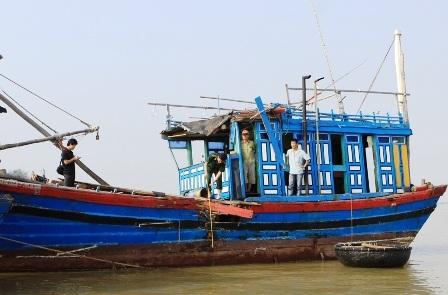 Tàu TH 90718 cùng 10 thuyền viên đã vào đến đất liền an toàn.