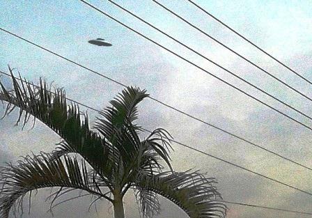 Bức ảnh được em Đạt chụp lại có vật thể lạ nghi đĩa bay.