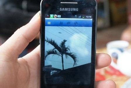 Điện thoại em Đạt chụp được bức ảnh có vật thể lạ.