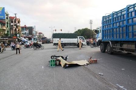 Hiện trường vụ tai nạn khiến một người tử vong.