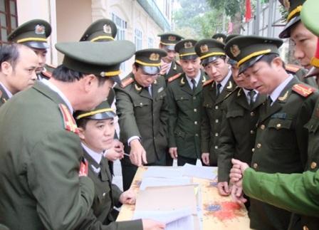 Lãnh đạo chỉ huy các đơn vị nhận nhiệm vụ.