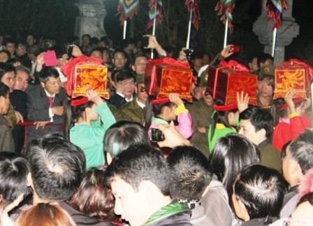 Công tác chuẩn bị các nghi lễ truyền thống.