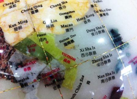 Quả địa cầu in hình ảnh và thông tin sai sự thật về 2 quần đảo Hoàng Sa và Trường Sa của Việt