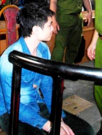 Đối tượng Nguyễn Khánh Linh trước vành móng ngựa.
