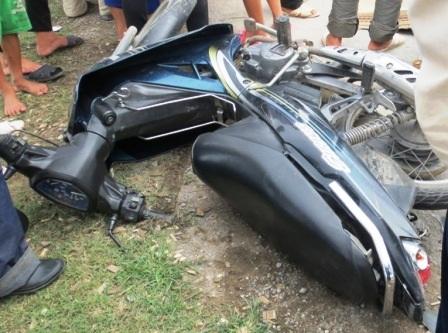 Chiếc xe máy hư hỏng phầnđuôi xe.