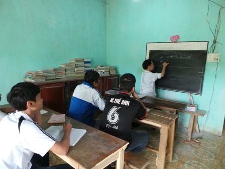 Học sinh là niềm vui, động lực để thầy Tường vượt lên khó khăn.