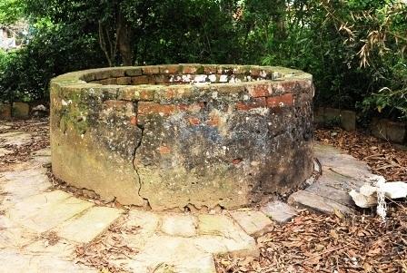 Chiếc giếng cổ được phát hiện tại xã Vĩnh Tiến, huyện Vĩnh Lộc cách Thành Nhà Hồ 300m.
