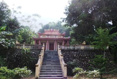 Đền thờ Tư Mã Hai Đào ở bản Chung Sơn, xã Sơn Thủy.