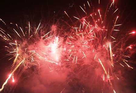 Pháo hoa rộn ràng chào đón năm mới Giáp Ngọ