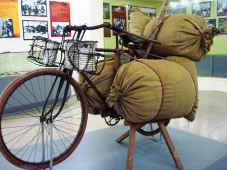 Những chiếc xe đạp thồ phi thường trên đường lên Điện Biên Phủ