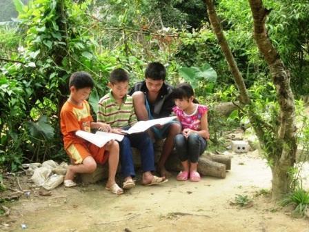 Con đường đến trường gian nan nên ảnh hưởng đến tương lai của trẻ emnơi đây.