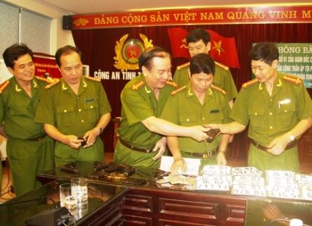Thưởng nóng chuyên án phá vụ trộm cắp 6 khẩu súng K54