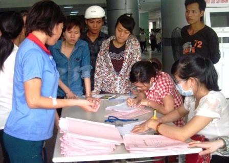 Các công nhân nhập viện được thăm khám sức khỏe, điều trị và đã dần ổn định sức khỏe.