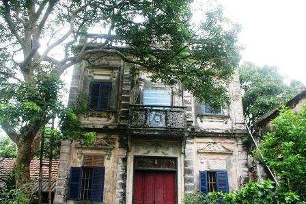 Biệt thự nhà ông Phạm Khắc Tiệp vẫn còn giữ nguyên được kiến trúc.