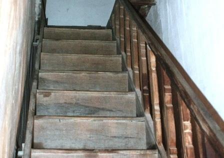 Cầu thang thiết kế đơn giản nhưng rất chắc chắn.