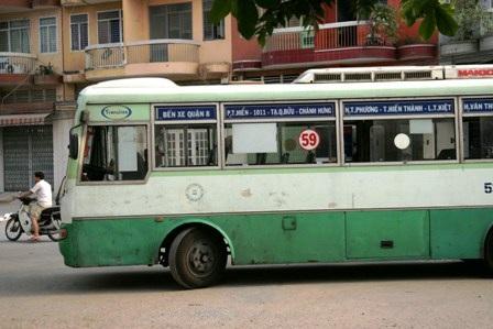Bị cán chết vì ngồi tránh nắng ngay trước đầu xe buýt - 2