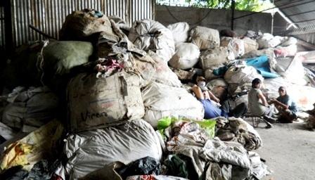 Phát hiện hàng chục tấn chất thải nguy hại trong cơ sở phế liệu - 1