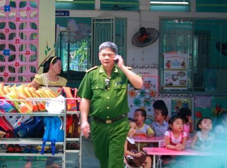 """Trung tá Đào Xuân Trì trực tiếp """"thương thuyết"""" và """"hóa giải"""" đối tượng bắt cóc 2 con tin"""