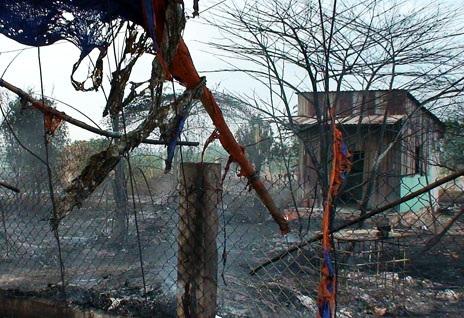 Hiện trường một vụ hỏa hoạn do bất cẩn khi đốt rác tại huyện Hóc Môn
