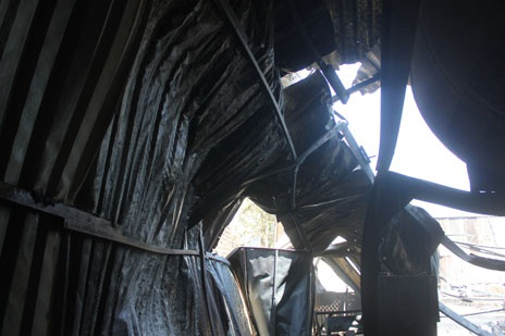 Nhà xưởng bị sập sau vụ cháy