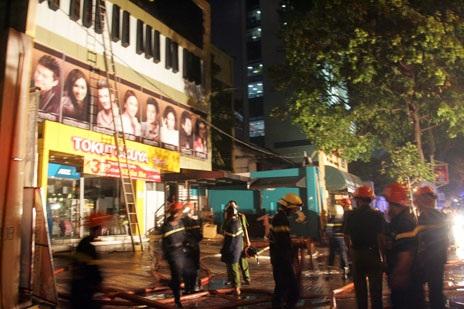 Hiện trường vụ cháy phòng trà ngay trung tâm thành phố