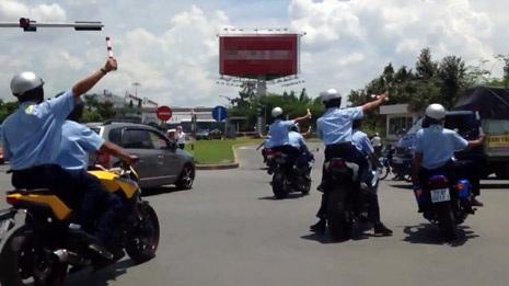 """Dàn mô tô """"khủng"""" làm náo loạn đường phố vào chiều 22/5, khi ra sân bay đón Nick Vujicic"""