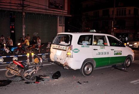 Hiện trường vụ tai nạn đêm 23/6 khiến hai thanh niên nguy kịch