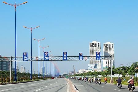 Kéo dài qua xa lộ Hà Nội