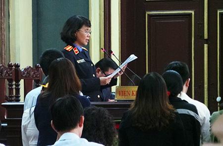 Đại diện Viện KSND TPHCM đọc cáo trạng