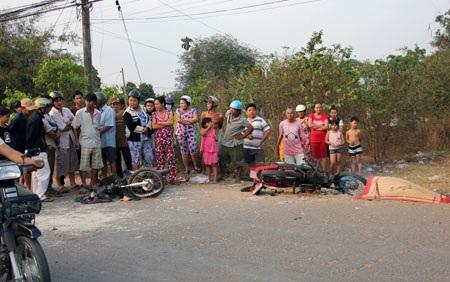 Hiện trường vụ xe máy đối đầu khiến 1 người chết, 4 người bị thương